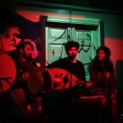 فرقة الصعاليك خلال إحدى حفلاتها في بيروت